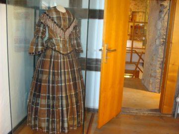 Sabine Voehringer, Die Montez-Juwelen, Kleid der Lola Montez